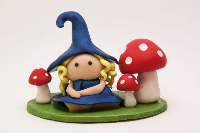 BlondeFairy-Blue-Mushrooms-02